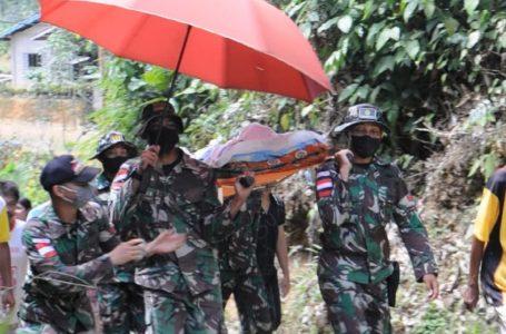 Satgas Pamtas Yonif Mekanis 643/Wns Evakuasi Warga Penderita Tumor Mulut