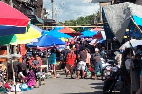 Balairung Kosong, Jalan Sekeliling Pasar Sumbul Disesaki Pedagang