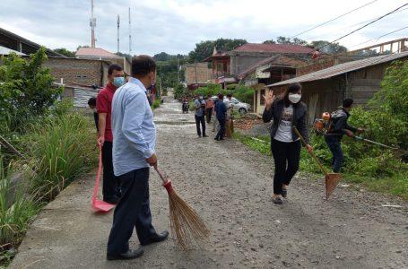 Gotong Royong Jumat Bersih di Samosir