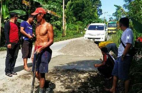 Jalan Provinsi Kupak Kapik, Masyarakat Menimbun dari Jembatan Oyo ke Desa Tuhemberua