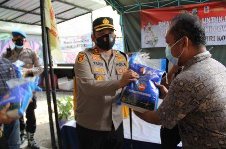 Polres Kediri Kota Distribusikan 100 Paket Beras Kepada LSM Ikatan Pemuda Kediri