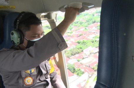 Polda Sumut Sebar 5.000 Brosur Imbauan Patuhi PPKM Darurat dari Udara