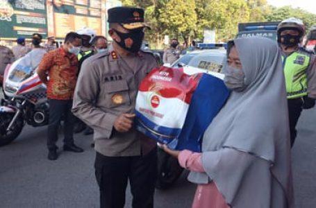 Kapolda Kepri Distribusikan Bantuan 1 Ton Beras untuk Warga Batam dan Tanjungpinang