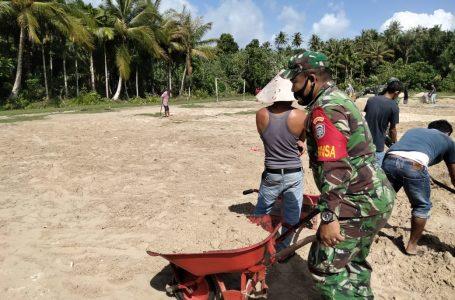 Kerja Bakti Penimbunan Lapangan Bola Kaki di Desa Bunga Kec. Salang