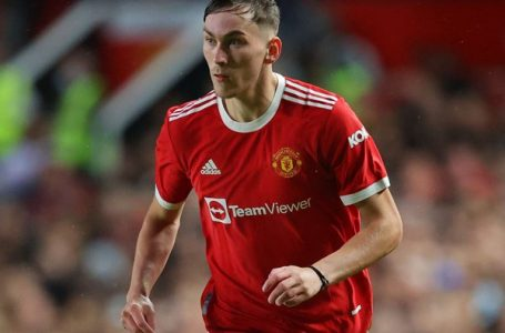 Manchester United Umumkan Perpanjang Kontrak dan Pinjamkan Gelandang Muda Ini