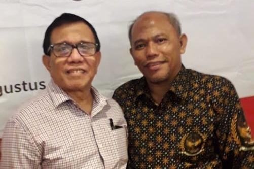 Wakil Ketua Dewan Pers, Hendry Ch Bangun (kiri) dan Ketua SMSI Sumut Ir Zulfikar Tanjung.