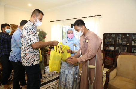 Wagub Musa Rajekshah Bantu PembuatanKaki Palsu Ibu dan Anak Korban Jambret
