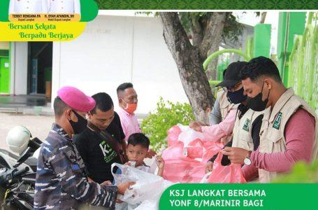 Yonif 8/Marinir bersama KSJ Langkat Bagikan Nasi Bungkus dan Sosialisasikan Pencegahan Covid-19