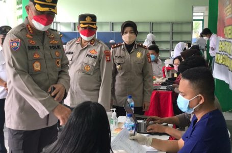Polda Metrojaya Targetkan 600 orang Vaksin di SMAN 3 Jl. Flamboyan V Paninggilan Kota Tangerang