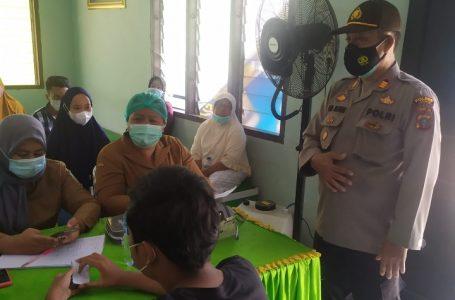 Kapolsek Hinai Pantau Pelaksanan Vaksinasi Dosis Kedua