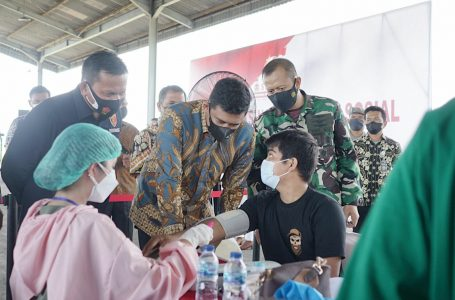 Bobby Nasution Tinjau Pelaksanaan Serbuan Vaksinasi Digelar AKABRI-96