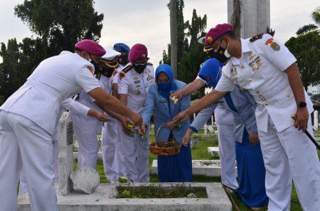 HUT TNI AL ke 76, TNI AL LANTAMAL I Ziarah dan Tabur Bunga TMP Bukit Barisan