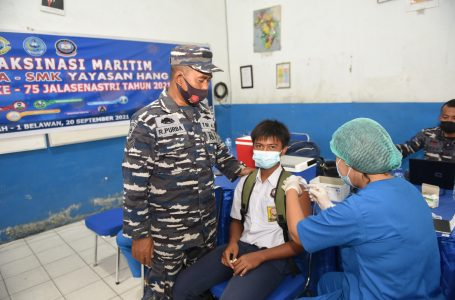 TNI AL Lantamal I kembali Berikan Vaksin Dosis II kepada Pelajar di SMK Hang Tuah Belawan
